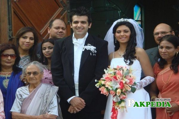 Sunita and Hassan at her wedding in Catherine style