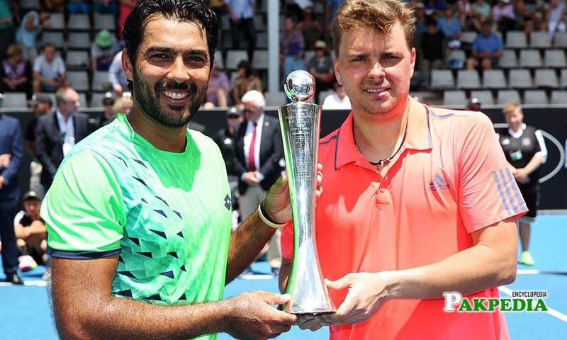 Aisam-Ul-Haq Qureshi and Marcin Matkowski (R) from Poland celebrate winning
