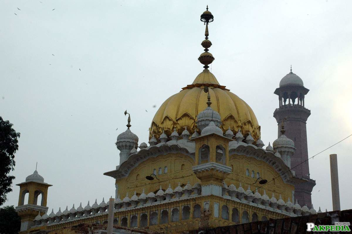 The Samadhi is a beautiful blend of Hindu, Sikh and Muslim architectural styles