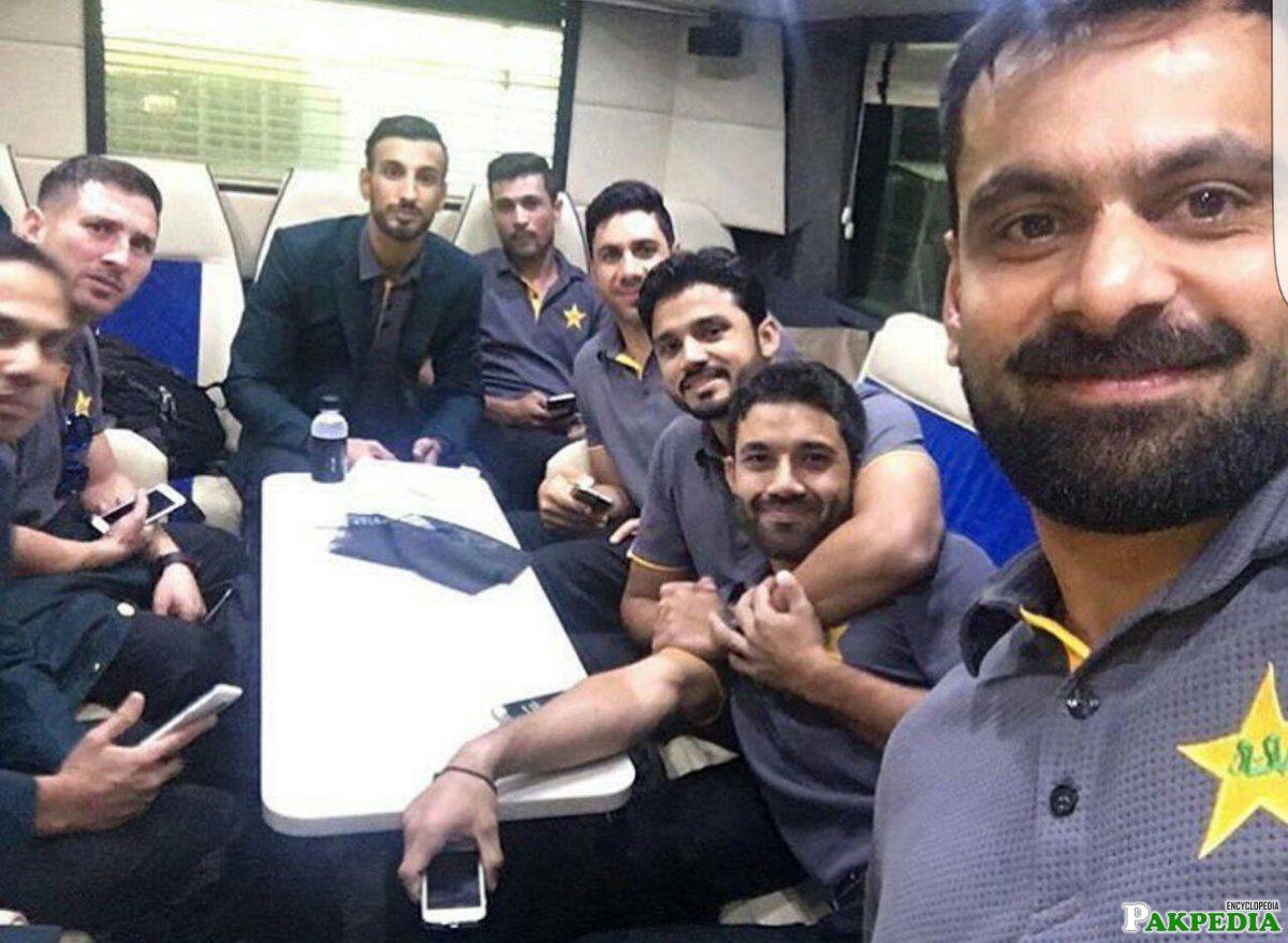 Shan with pakistan team