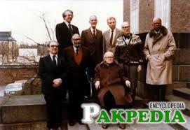 Abdus Salam with his companions in lab