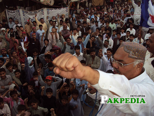 Chairman infront of Supporter