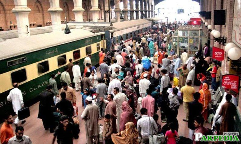 Pakistan railways to run 8 special trains on EID-UL-AZHA