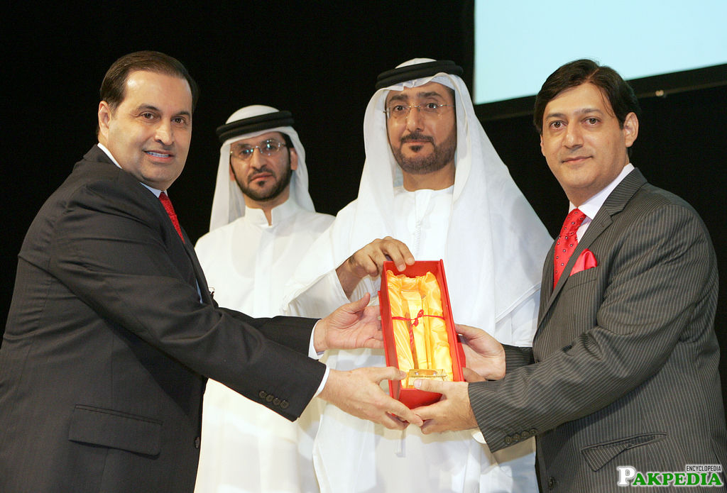Nasir Schon giving a award