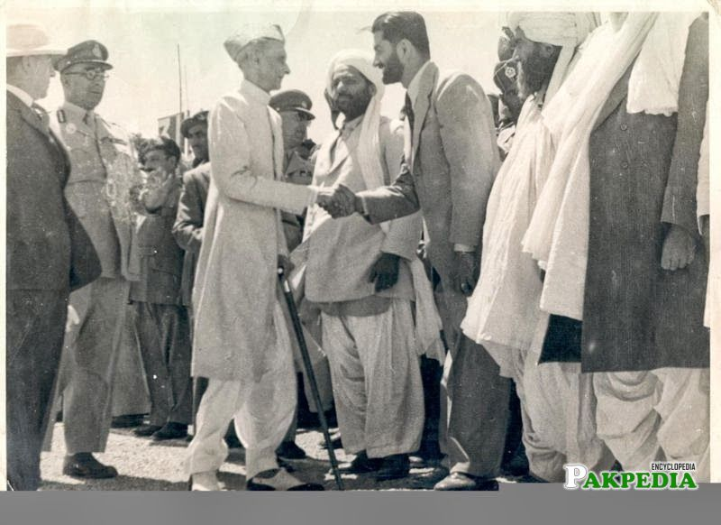 Akbar Bugti shaking hands with Quid e Azam