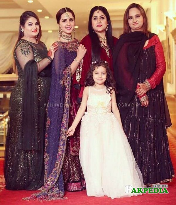 Nimra Khan family
