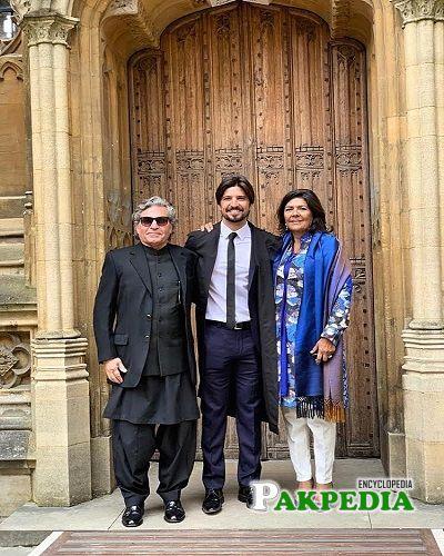 Aleema khan Family