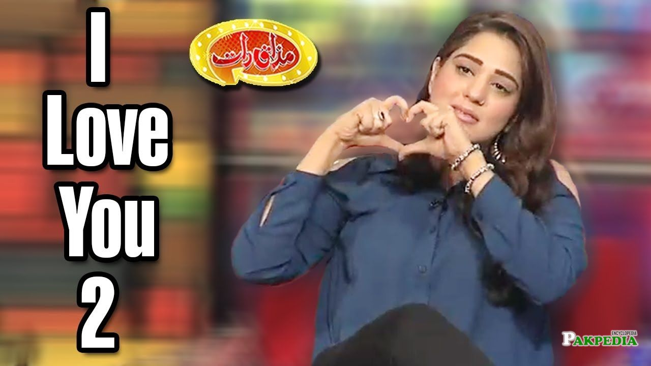 Zainab Ahmad on sets of Mazak Raat