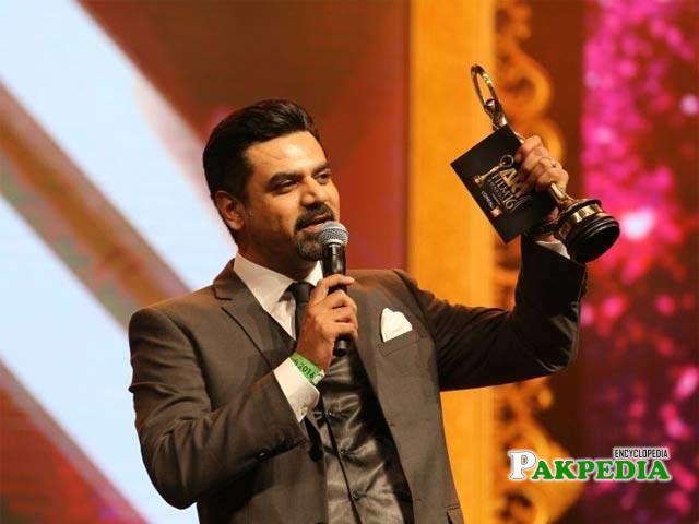 Vasay chaudhry while receiving his award