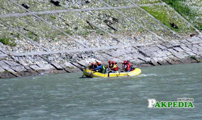 Rescue team in river Beas