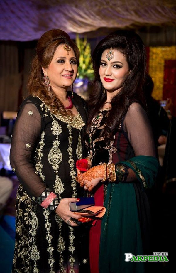 Asma abbas with her daughter Zara noor abbas