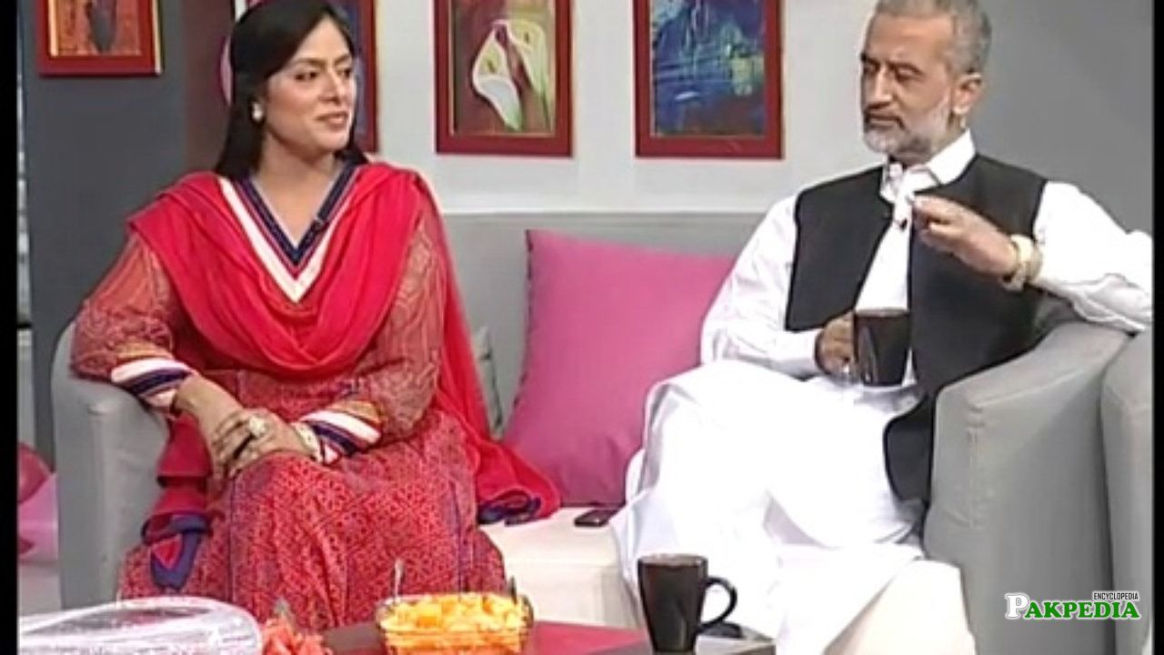 With his Wife Aliya burney at morning show