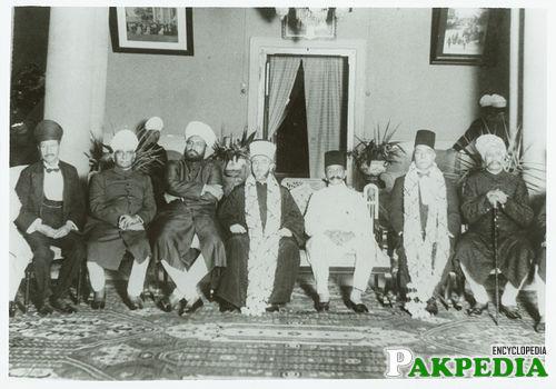 Bahadur Yar Jung Sitting In Center