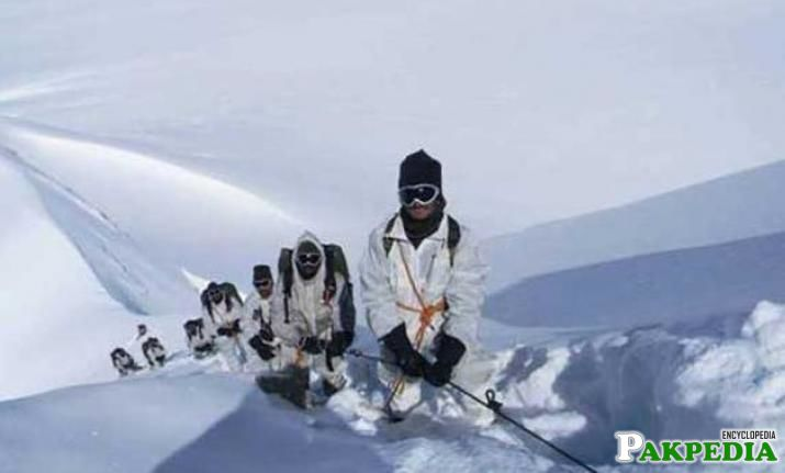 Siachen's army training side
