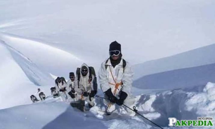 Siachen's army training side