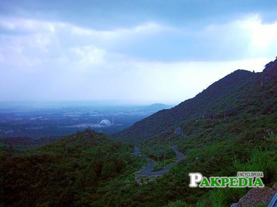 The stagnantly picturesque entrance to the Margalla Hills