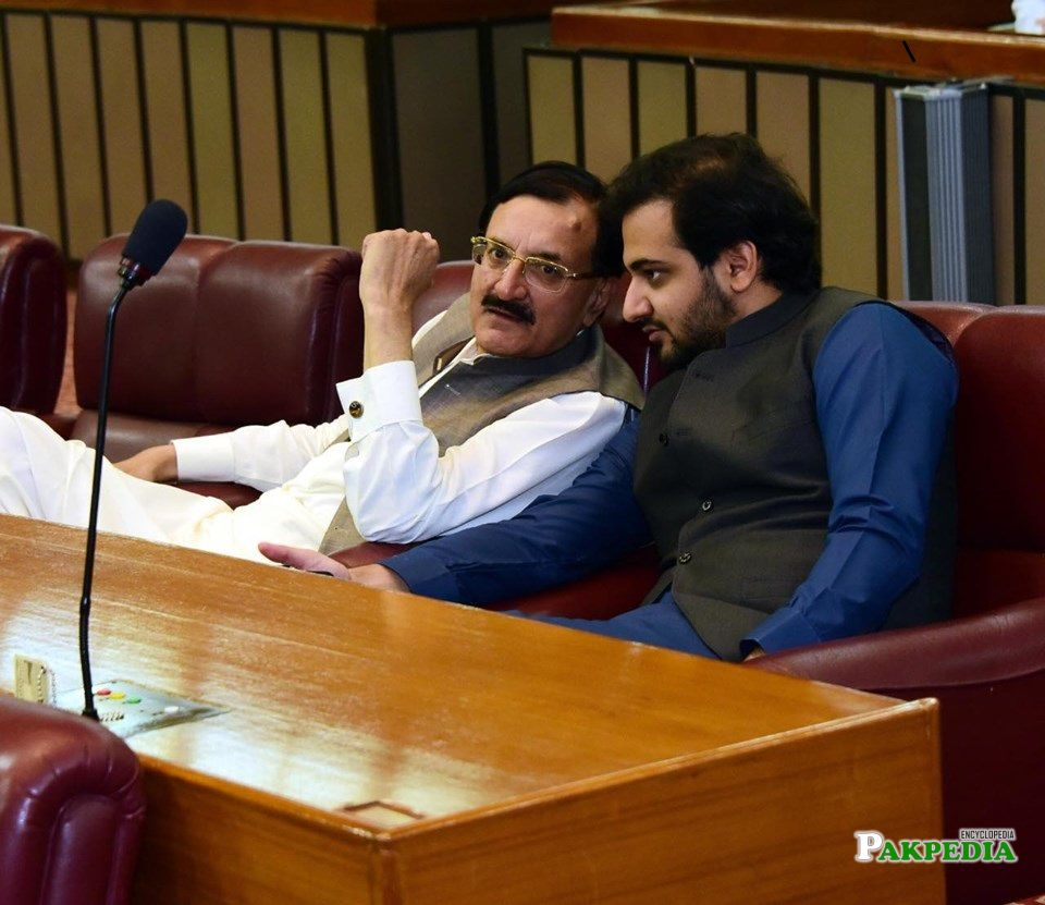 Tahir sadiq with Ch hussain ellahi in a budget committee
