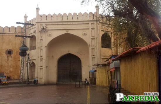 Raushnai Gate