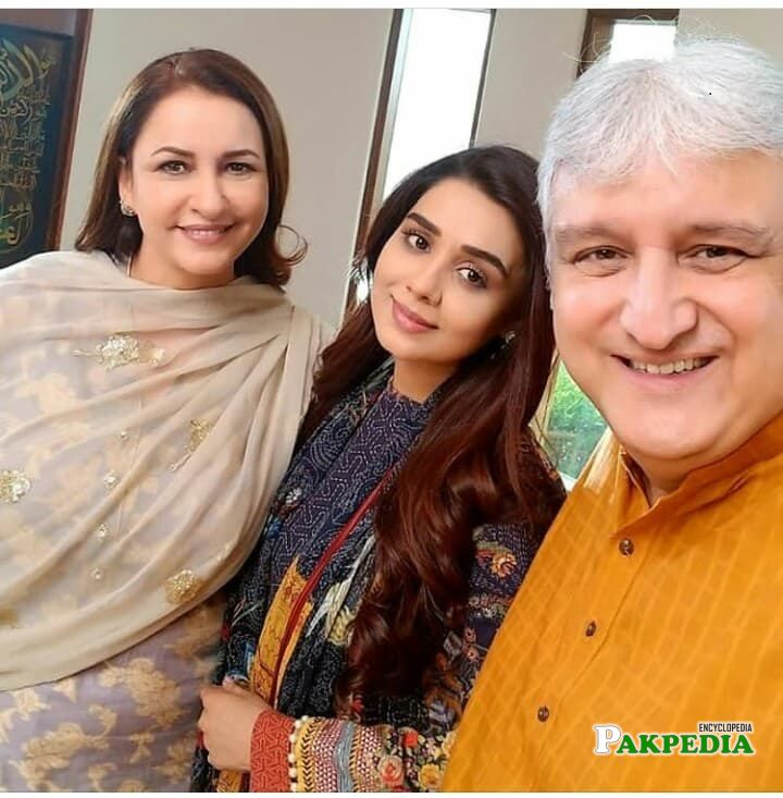 Yasmin haq with the cast of her drama