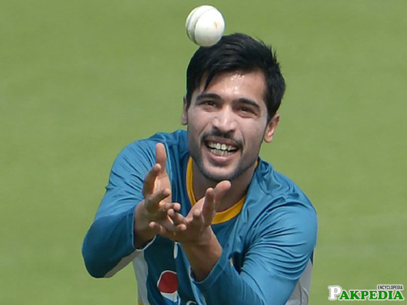 Mohammad Amir Picking a catch
