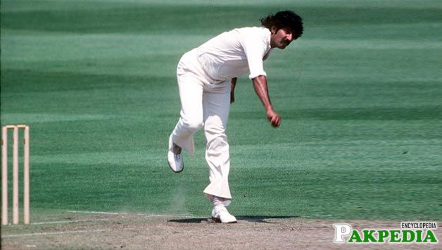 Fast medium bowler of Pakistan