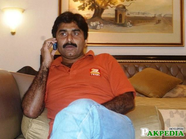 Javed Miandad in Drawing room