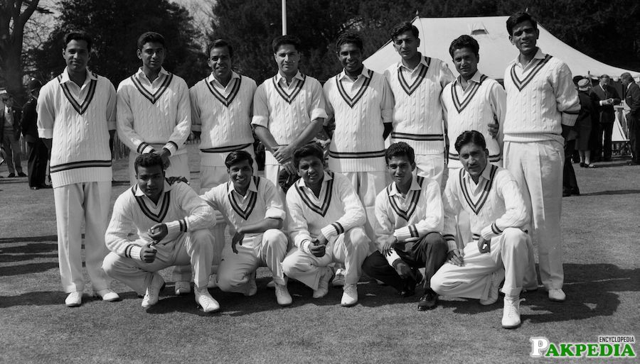 Photo With Cricket Team
