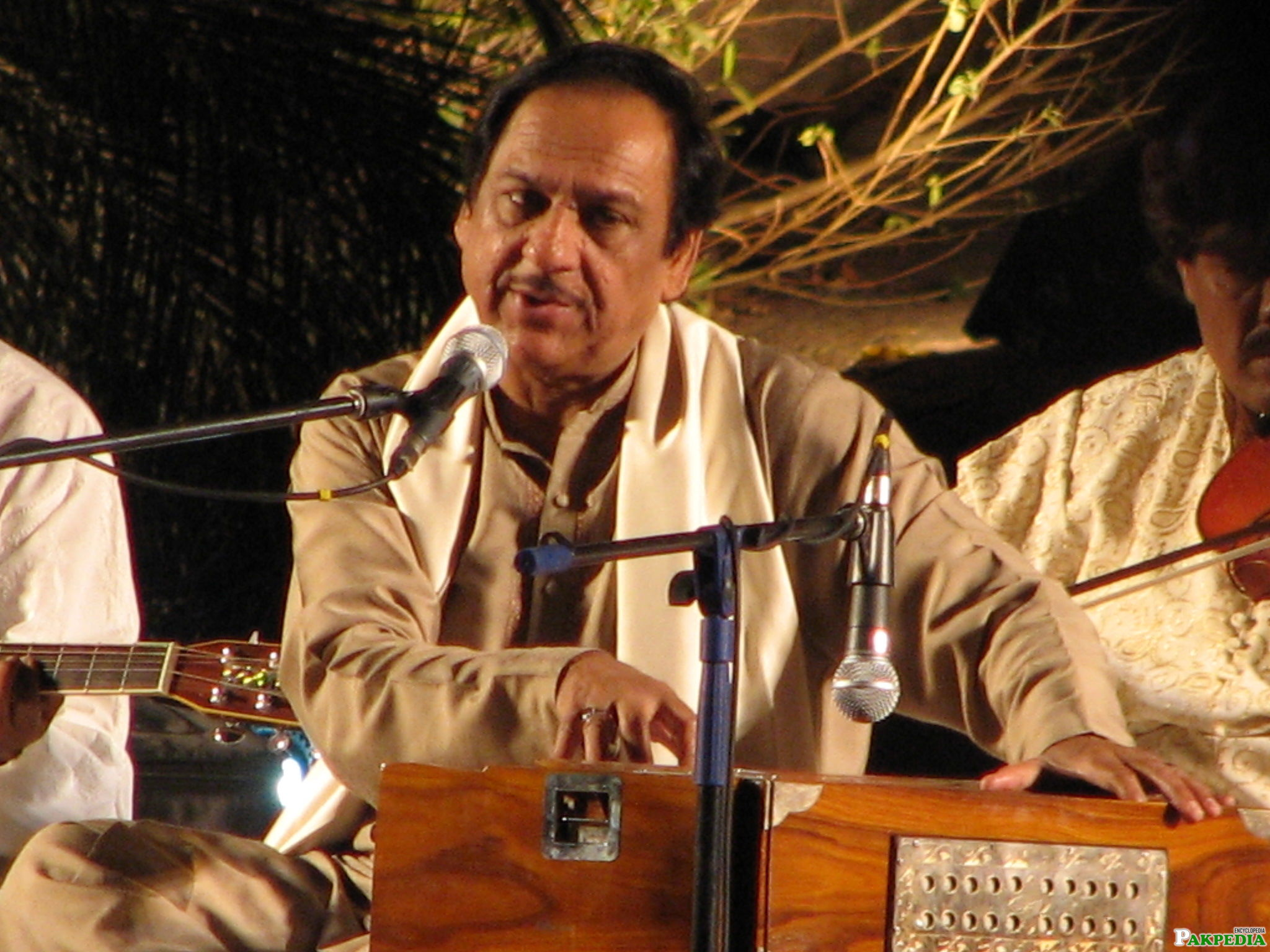 Ghulam Ali an old concert