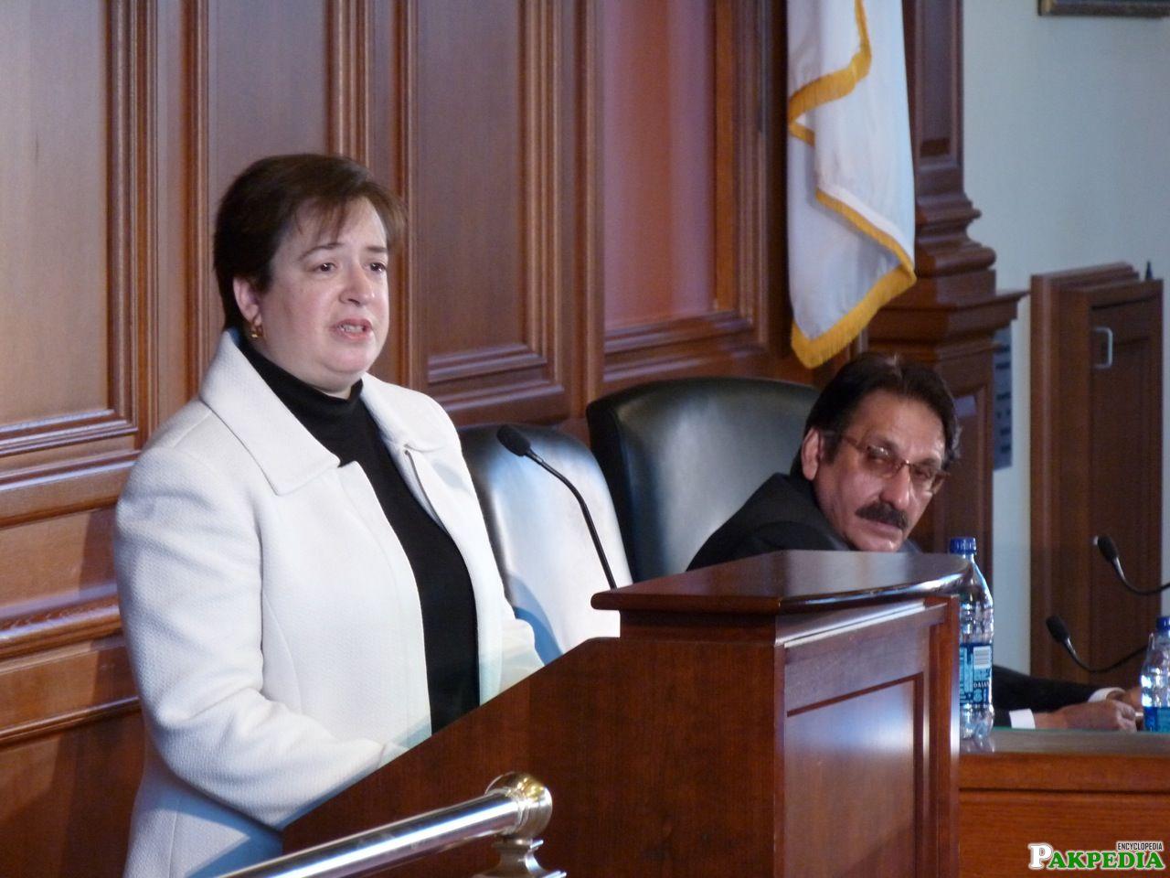 Elena Kagan giving award to Iftikhar Muhammad Chaudhry