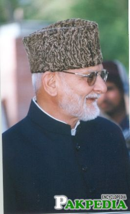 Khwaja Shamsuddin Azeemi is a Sufi Scholar