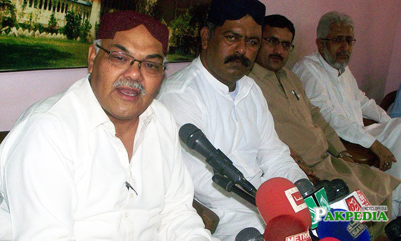 Sindh Taraqi Pasand Party (STP) Chairman Dr Qadir Magsi speaks at a press conference
