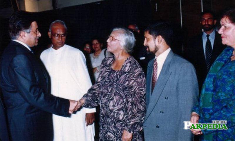 Yolande Henderson shaking hands with Pervez Musharraf