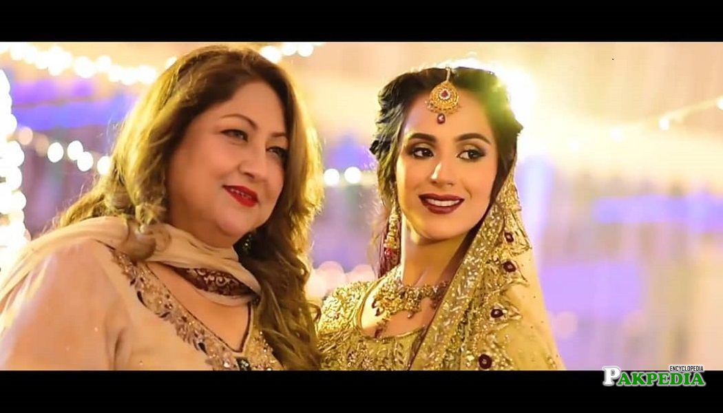 Maham Amir with her mother