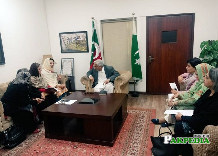 Farhat Farooq while having discussion with the party members