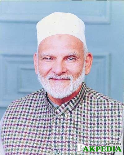 Khwaja Shamsuddin Azeemi established a public school