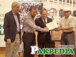 ChildLife Foundation was honored to receive recognition for our work at Civil Hospital, Karachi (CHK). CHK Medical Superintendent Dr. Saeed Quraishy presented the award to ChildLife, and also asked our trustee Iqbal
