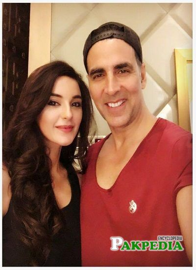 Sadia Khan with Indian actor Akshay Kumar