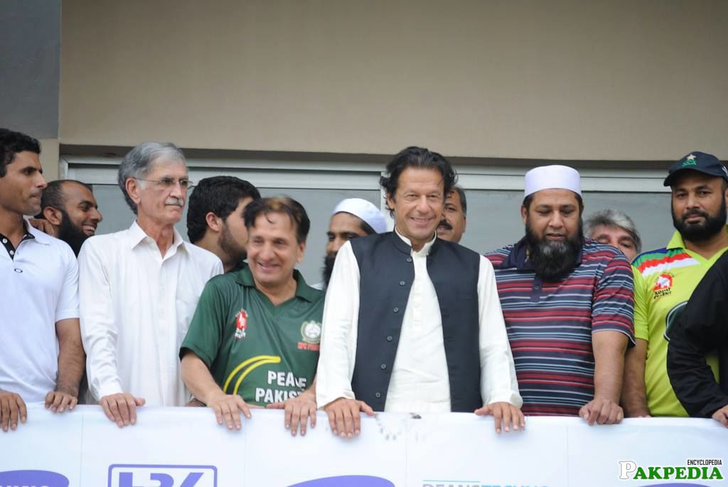 Watching Match IMRAN KHAN Niaz Stadium