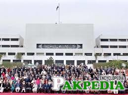 Group photo of the National Assembly of Pakistan upon completion of their five year term.