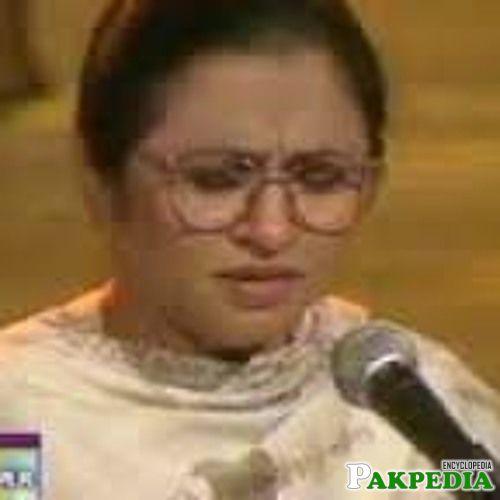 Nayyara Noor sung a Ghazal