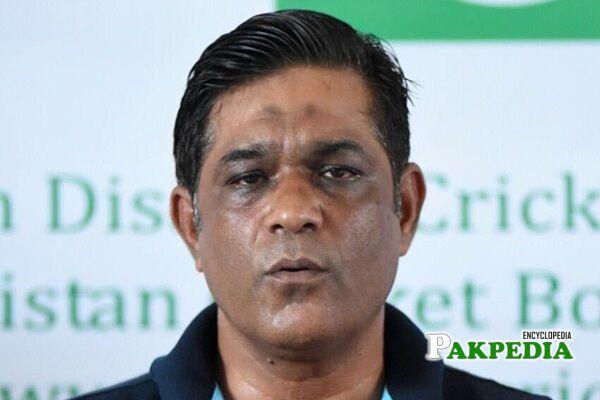 Rashid Latif coach