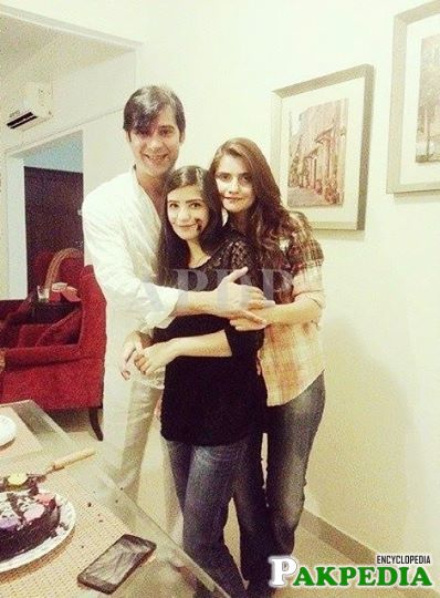 Mommar rana with wife and daughter