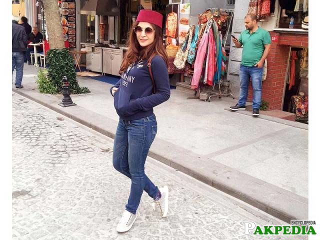 Ayesha Omer - Biography, Family, Education, Career, Dramas
