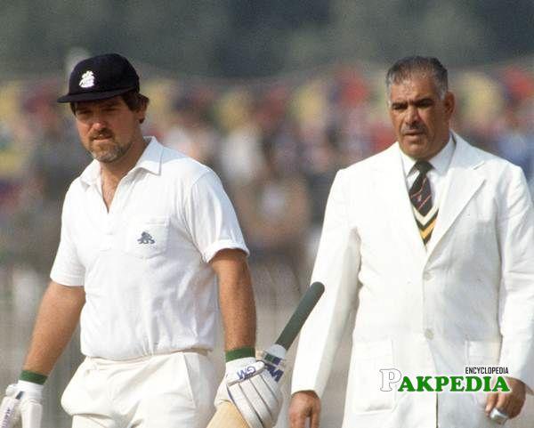 Shakoor Rana and Mike Gatting square off at Faisalabad