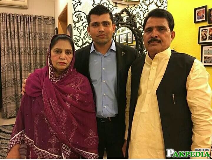 Kamran Akmal with his Parents