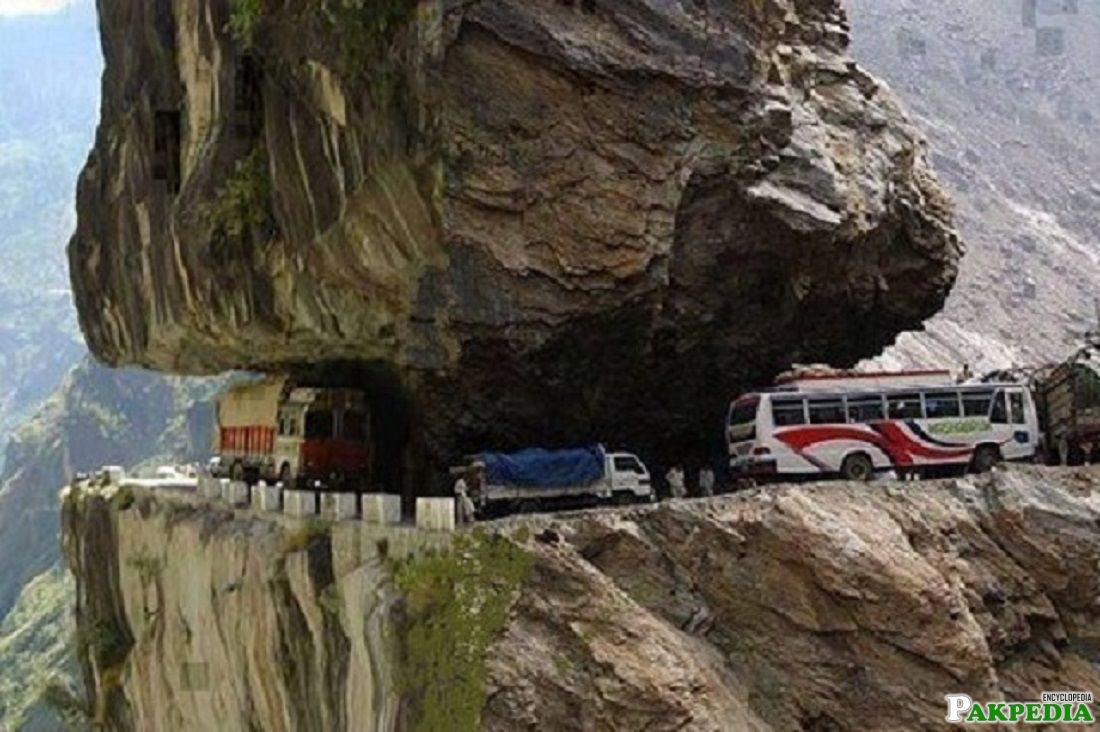 17 Stunning Views of Pakistan's Karakoram Highway
