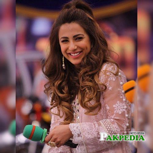 Ushna Shah actress