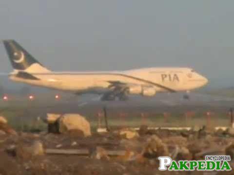 Flight 747-Landing