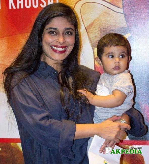 Nimra bucha with her son during screening of 3 bahadur