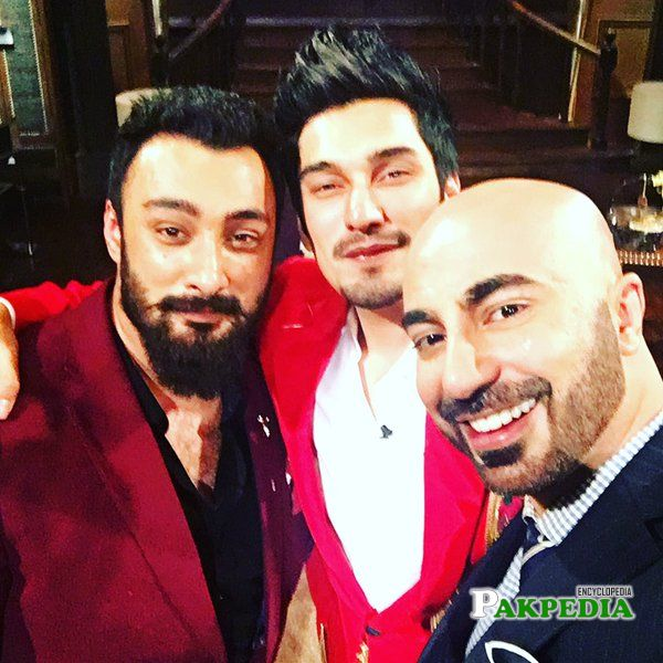 Uzair Jaswal with his brother and HSY